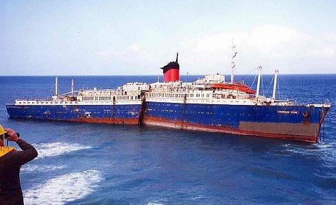 Barco encallado en Fuerteventura