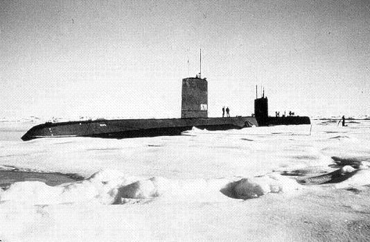 submarino-bajo-el-hielo