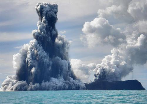 Volcan en erupcion