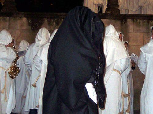 ¿Porqué nos vestimos de negro en el luto?
