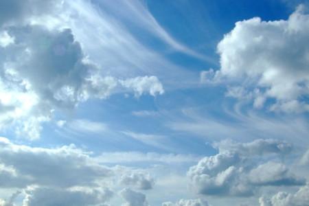 A qué se debe el color azul del cielo