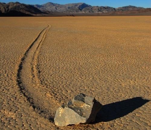 Piedras navegantes del Valle de la Muerte